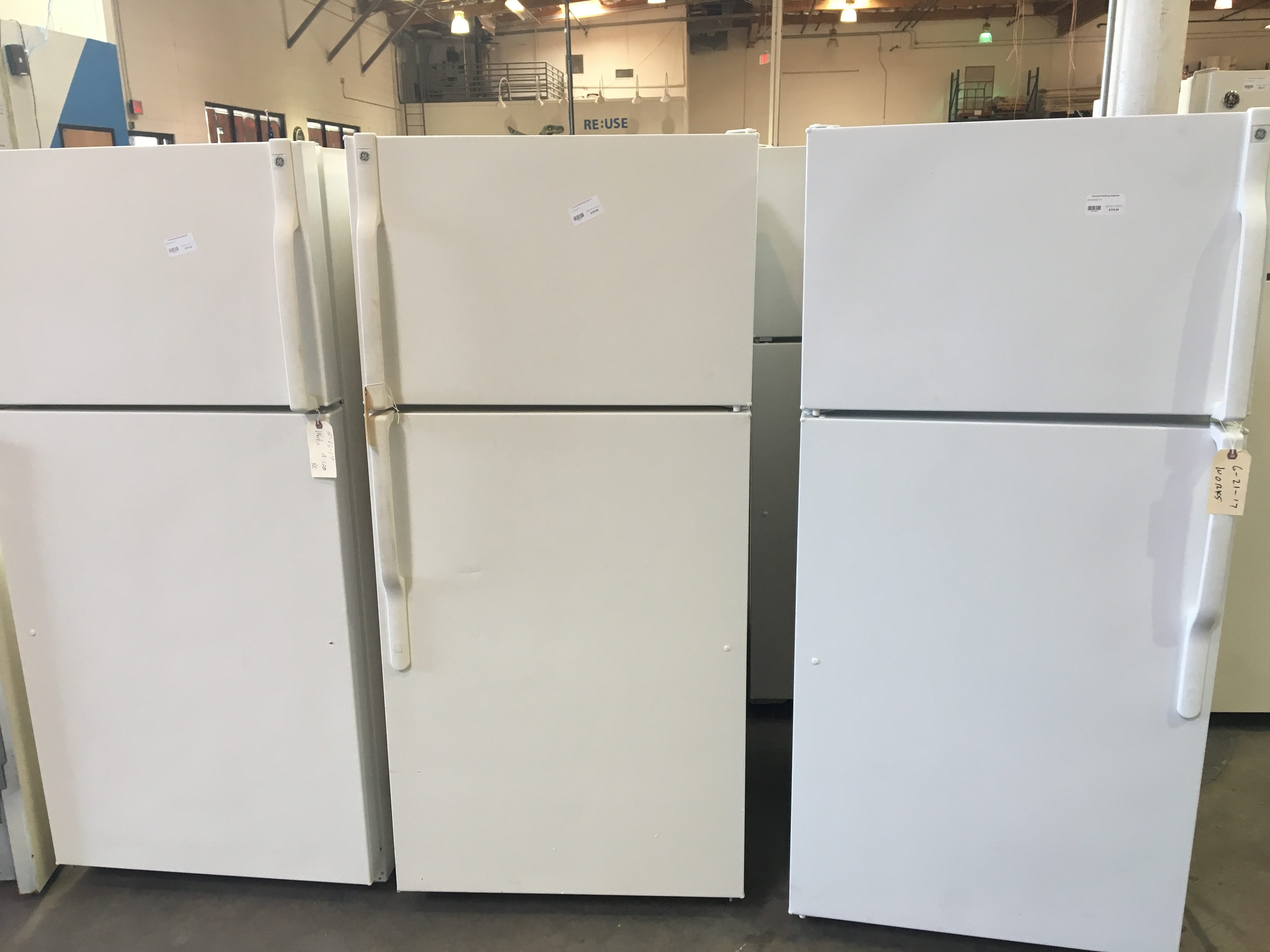 We accept sinks, appliances, light fixtures, cabinets, and a many other building materials for reuse.